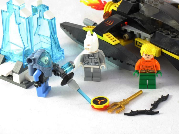 Decool 7102 DC Super Heroes Arctic Batman vs Mr Freeze Aquaman on Ice buliding blocks compatible - DECOOL